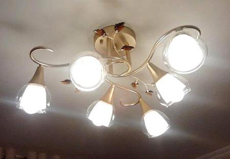 installer un lustre excellent comment installer un lustre au plafond suspendu des dtailles with. Black Bedroom Furniture Sets. Home Design Ideas